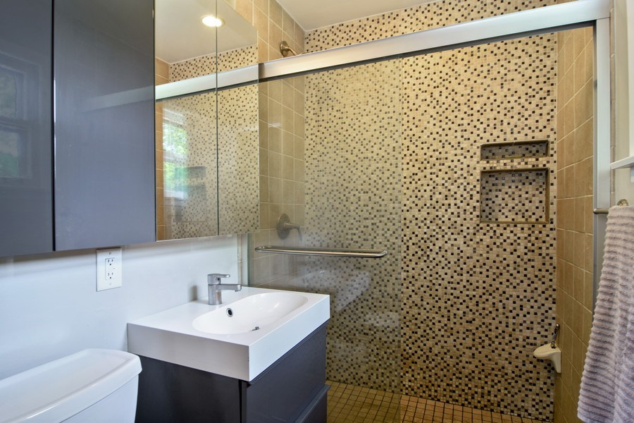 Real Estate Photography - 4458 Hoover, Rolling Meadows, IL, 60008 - Master Bathroom