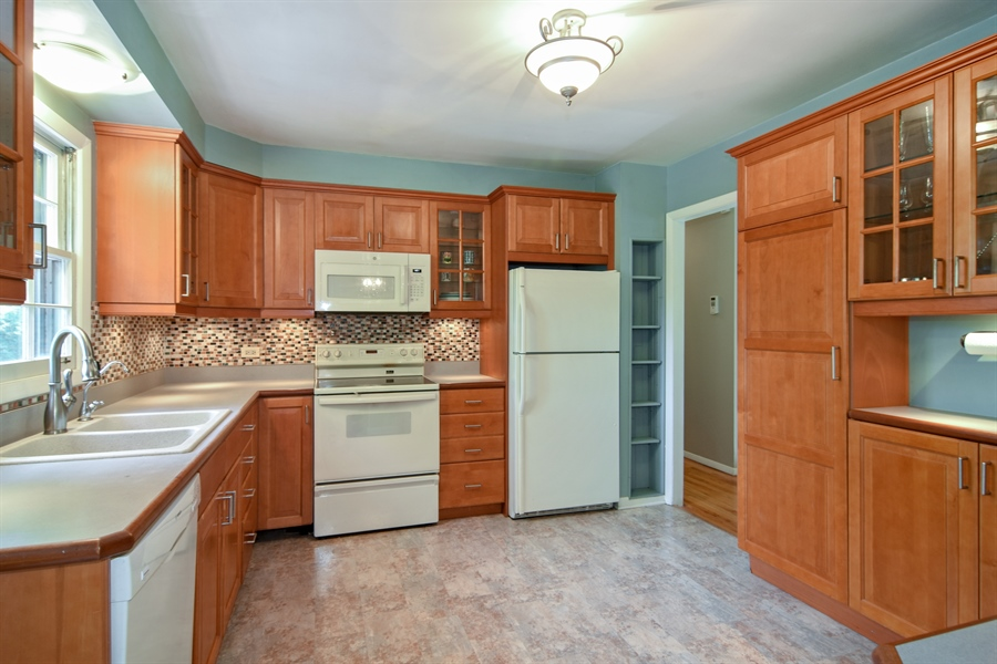 Real Estate Photography - 4458 Hoover, Rolling Meadows, IL, 60008 - Kitchen