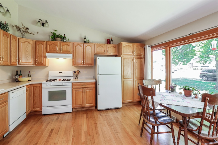 Real Estate Photography - 33296 N. Valley View Dr, GRAYSLAKE, IL, 60030 - Kitchen / Breakfast Room