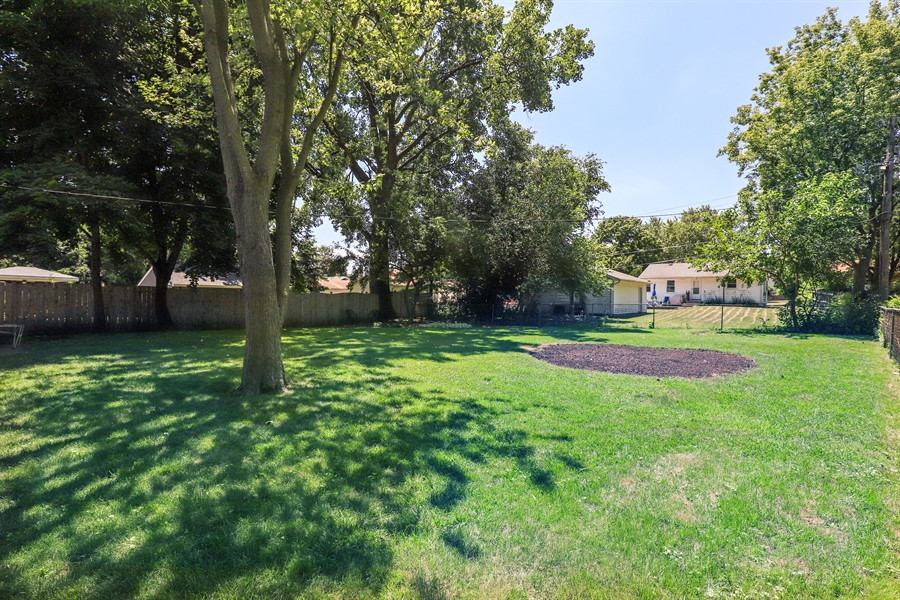 Real Estate Photography - 33296 N. Valley View Dr, GRAYSLAKE, IL, 60030 - Back Yard