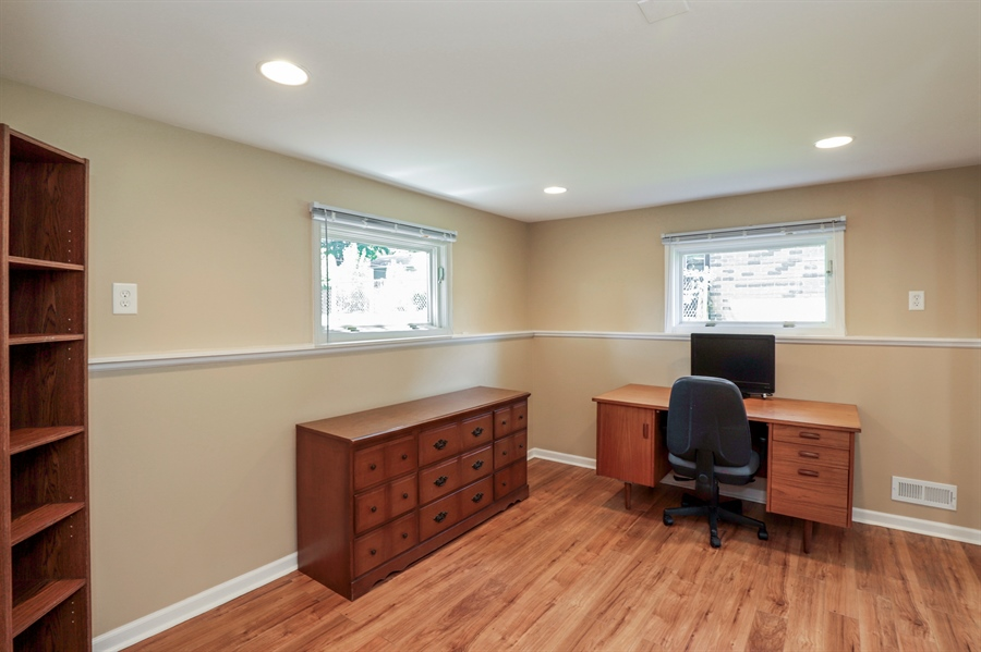 Real Estate Photography - 33296 N. Valley View Dr, GRAYSLAKE, IL, 60030 - Office