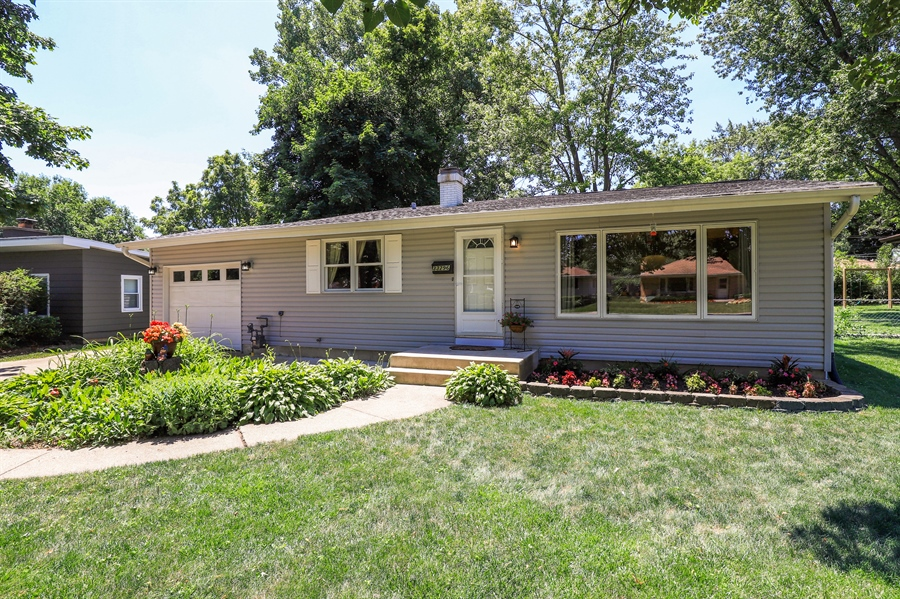 Real Estate Photography - 33296 N. Valley View Dr, GRAYSLAKE, IL, 60030 - Front View