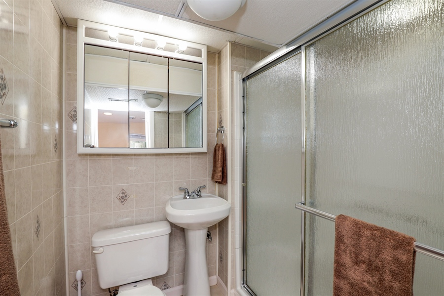Real Estate Photography - 33296 N. Valley View Dr, GRAYSLAKE, IL, 60030 - Bathroom