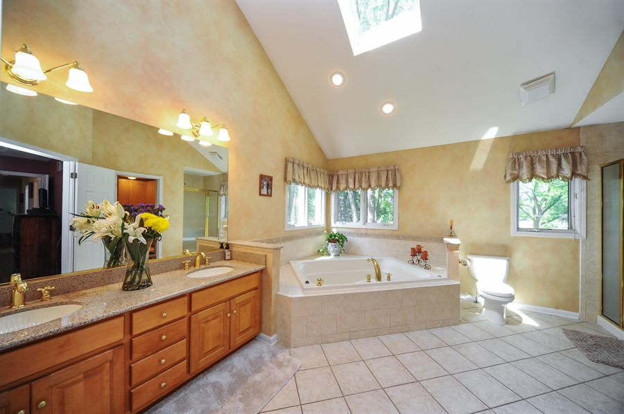 Real Estate Photography - 1448 N. Yale Ave., -, Arlington Hts, IL, 60004 - Master Bathroom