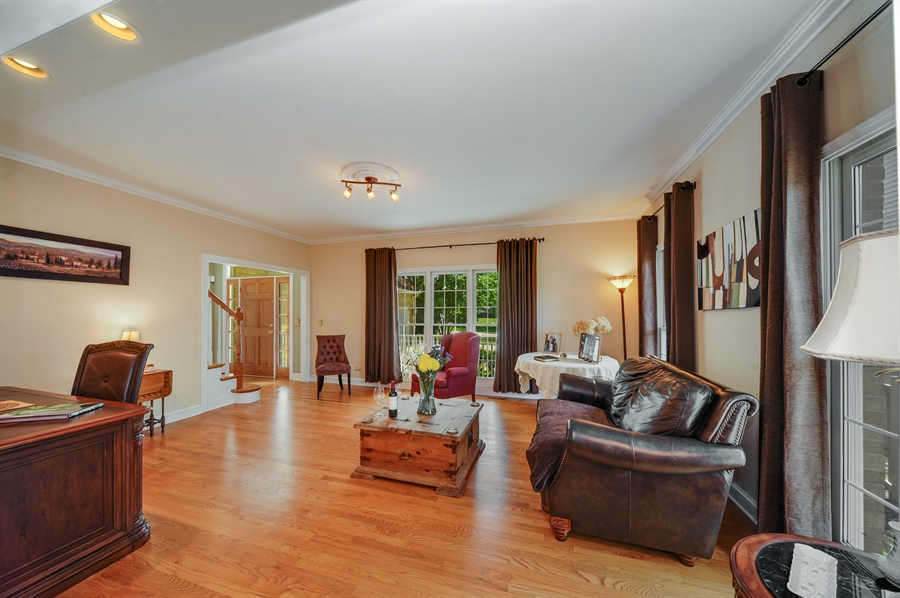 Real Estate Photography - 1448 N. Yale Ave., -, Arlington Hts, IL, 60004 - Living Room