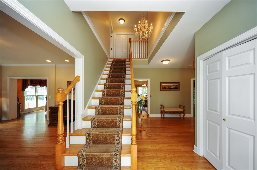 Real Estate Photography - 1448 N. Yale Ave., -, Arlington Hts, IL, 60004 - Foyer