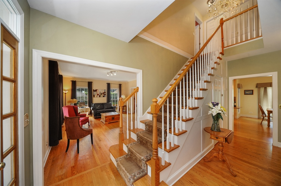 Real Estate Photography - 1448 N. Yale Ave., -, Arlington Hts, IL, 60004 - Staircase