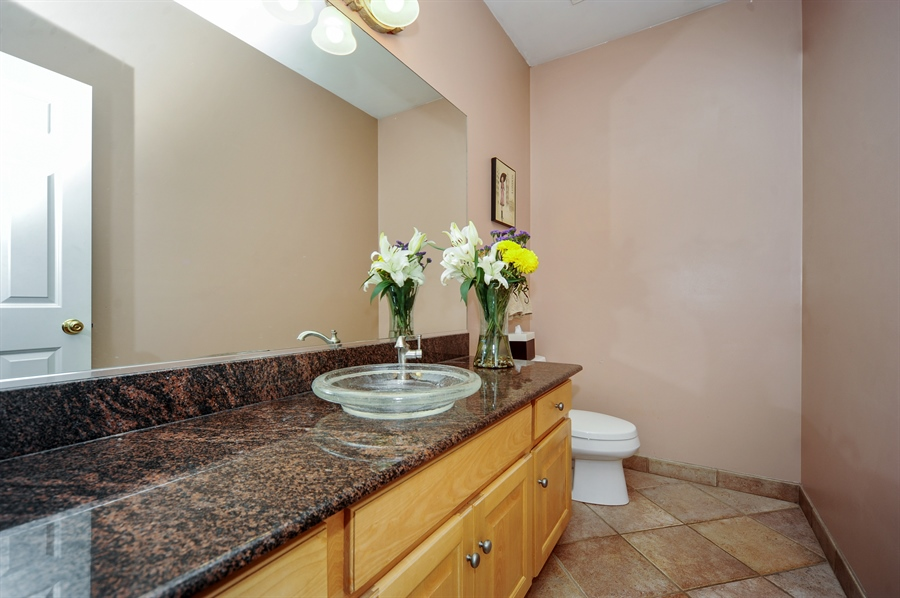 Real Estate Photography - 1448 N. Yale Ave., -, Arlington Hts, IL, 60004 - Bathroom