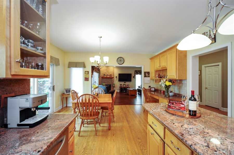 Real Estate Photography - 1448 N. Yale Ave., -, Arlington Hts, IL, 60004 - Family Room / Kitchen