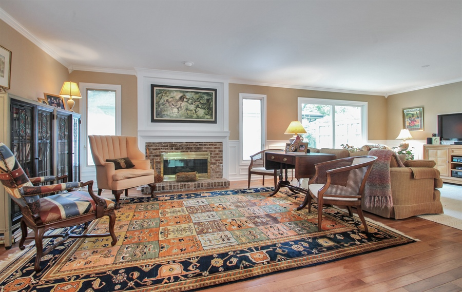 Real Estate Photography - 1403 Estate Lane, Glenview, IL, 60025 - Living Room