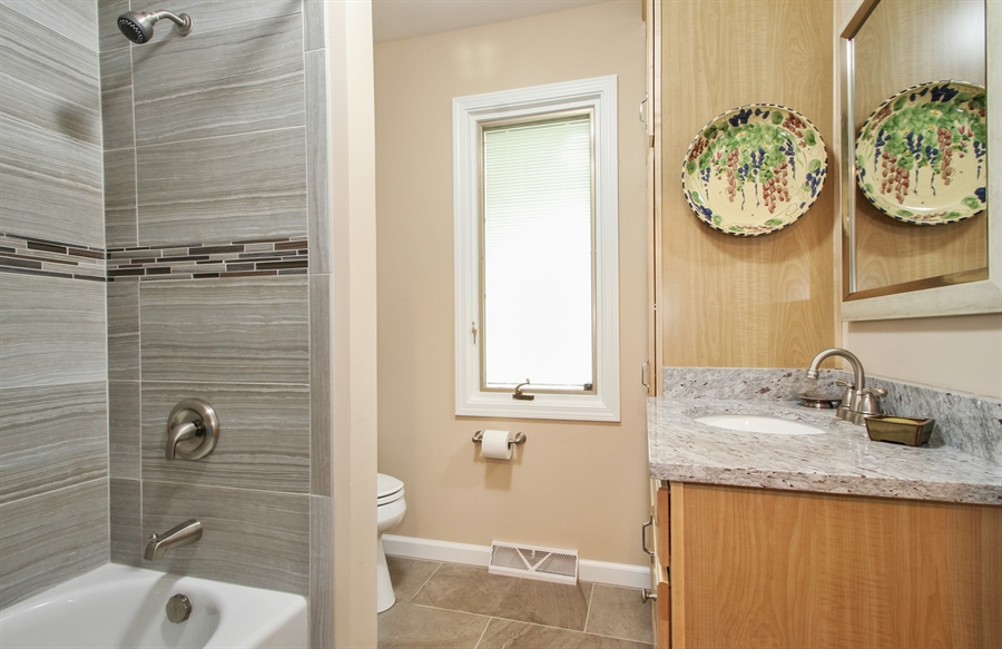 Real Estate Photography - 1403 Estate Lane, Glenview, IL, 60025 - Bathroom