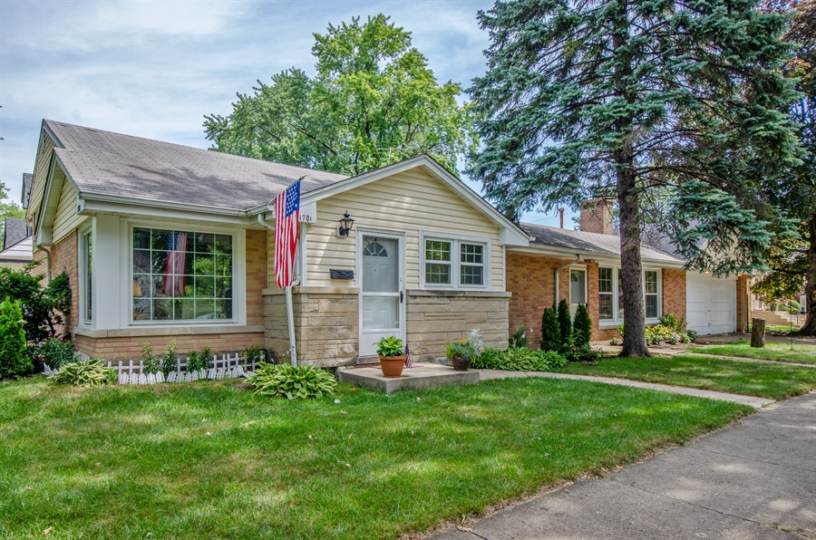 Real Estate Photography - 1701 S Greenwood, Park Ridge, IL, 60068 - Front View