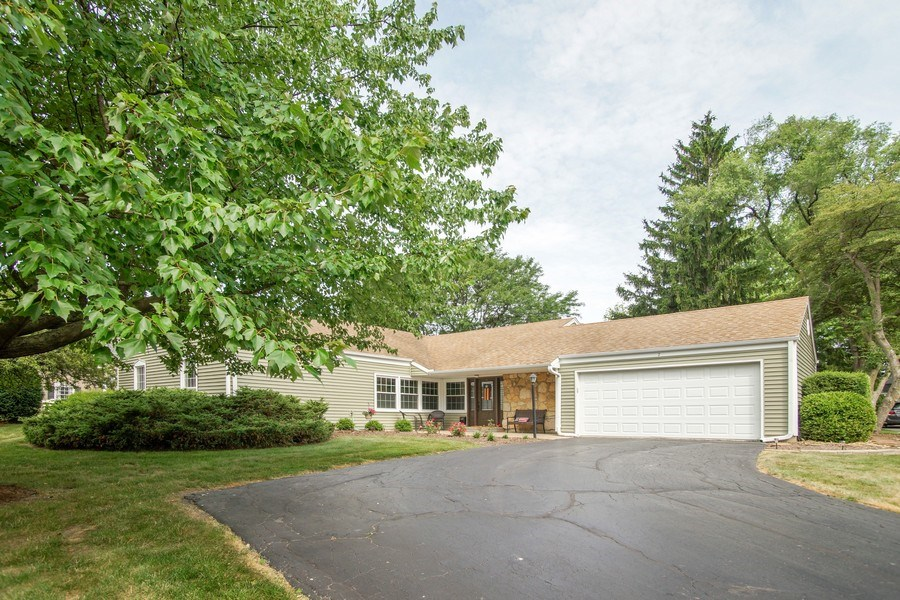 Real Estate Photography - 2 Black Twig Rd, Rolling Meadows, IL, 60008 - Front View