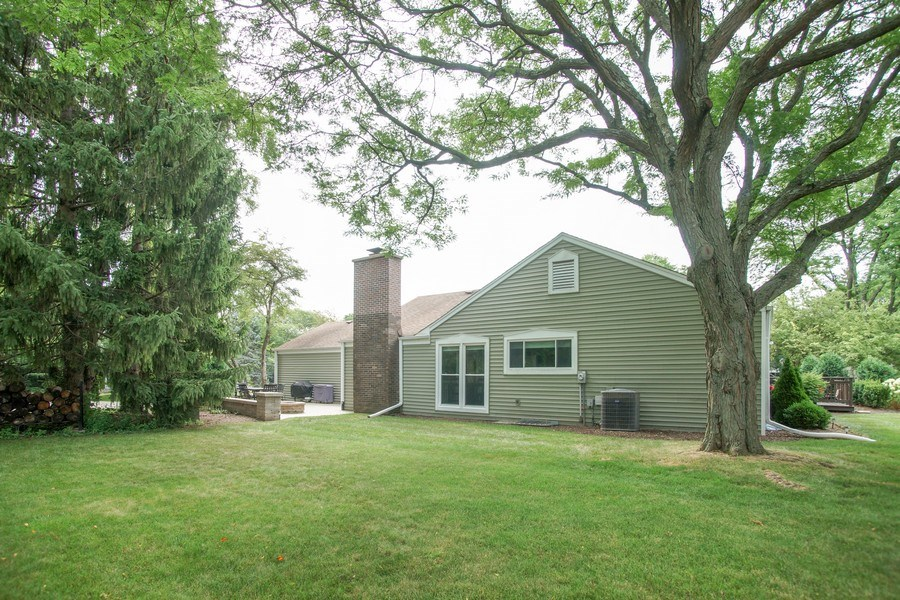 Real Estate Photography - 2 Black Twig Rd, Rolling Meadows, IL, 60008 - Side View