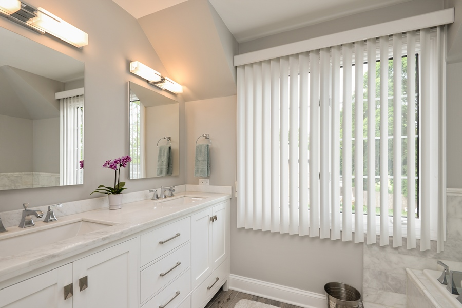 Real Estate Photography - 1435 N McKinley, Lake Forest, IL, 60045 - Master Bathroom