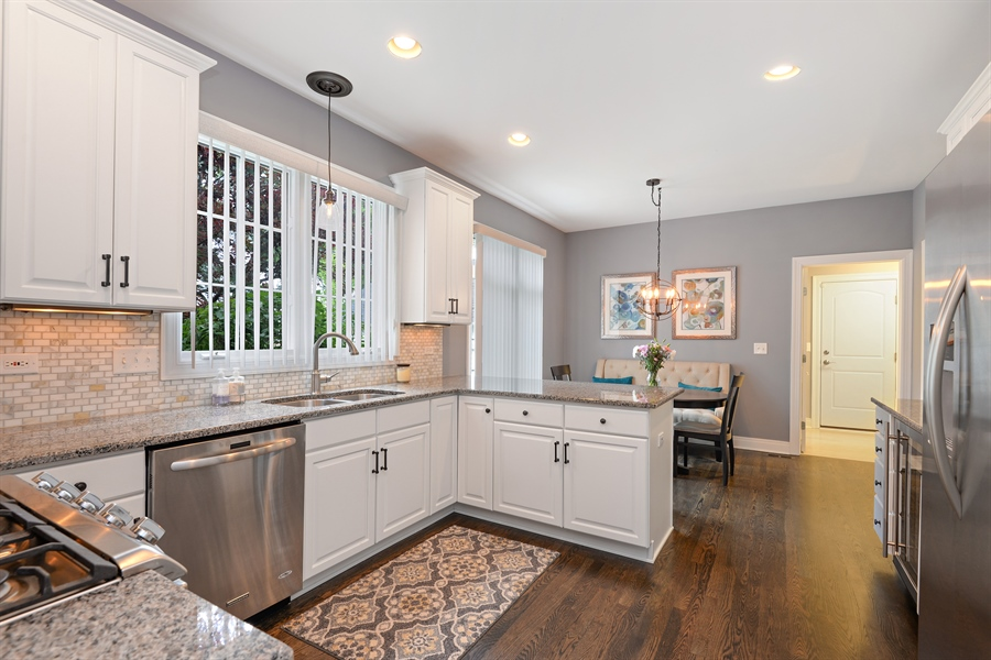 Real Estate Photography - 1435 N McKinley, Lake Forest, IL, 60045 - Kitchen / Breakfast Room