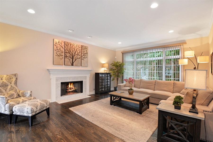 Real Estate Photography - 1435 N McKinley, Lake Forest, IL, 60045 - Family Room