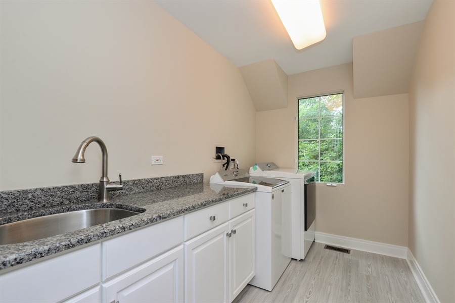 Real Estate Photography - 1435 N McKinley, Lake Forest, IL, 60045 - Laundry Room