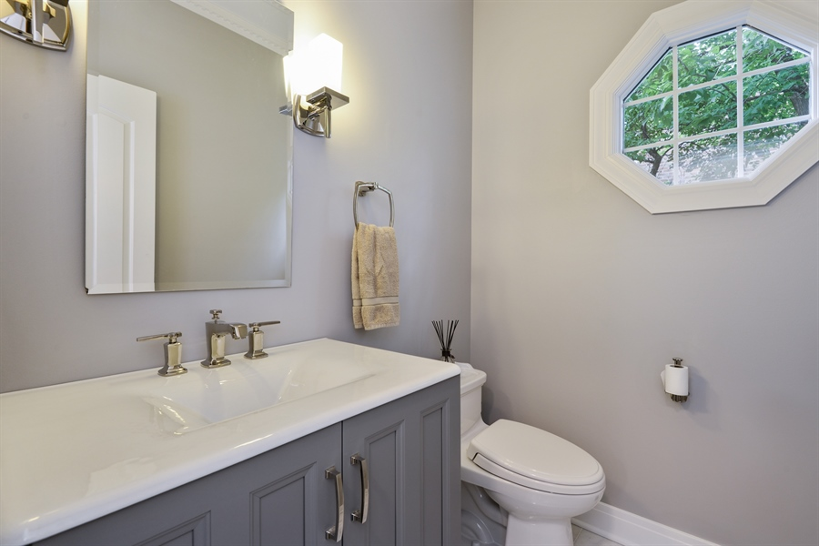 Real Estate Photography - 1435 N McKinley, Lake Forest, IL, 60045 - Half Bath