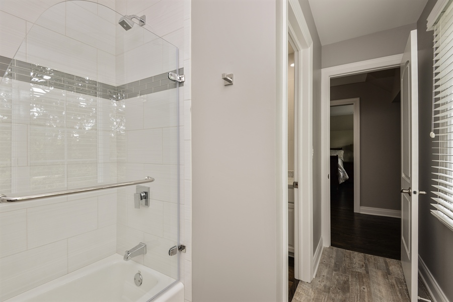 Real Estate Photography - 1435 N McKinley, Lake Forest, IL, 60045 - Bathroom