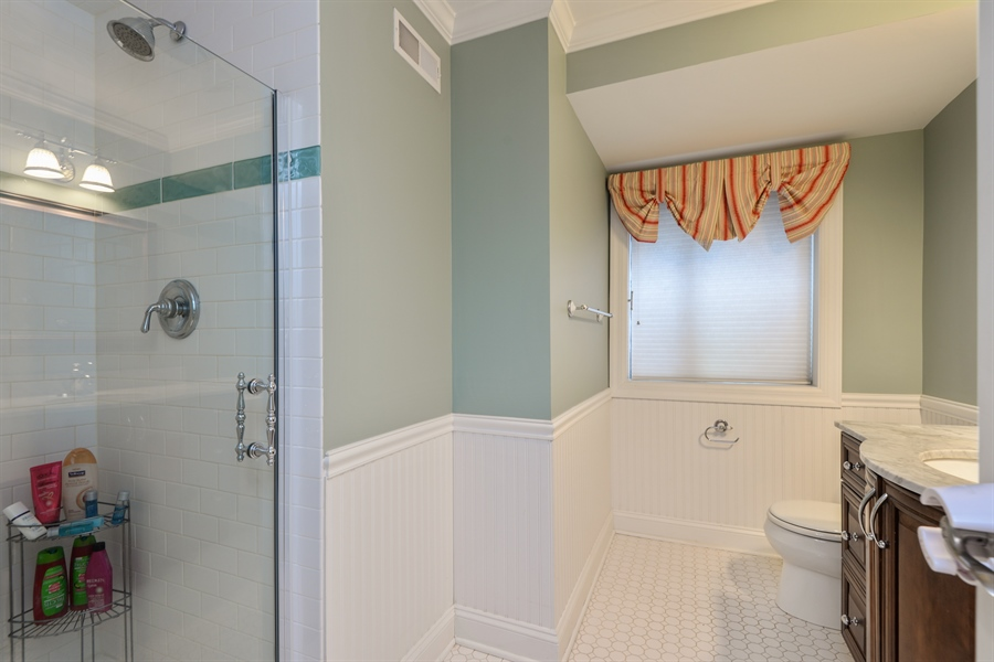 Real Estate Photography - 1435 N McKinley, Lake Forest, IL, 60045 - 2nd Bathroom