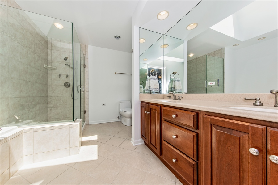 Real Estate Photography - 2810 Mill Creek Ln., Rolling Meadows, IL, 60008 - Master Bathroom