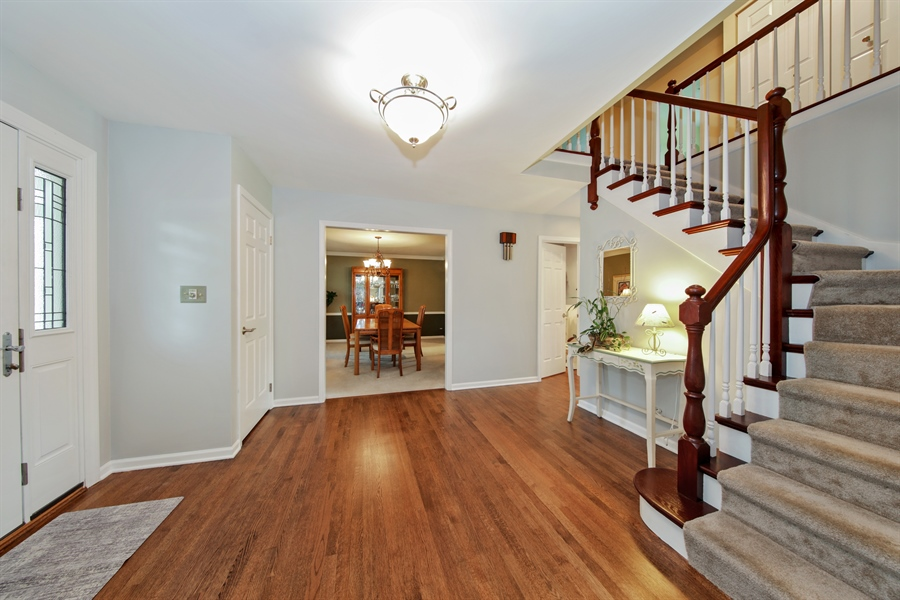 Real Estate Photography - 2810 Mill Creek Ln., Rolling Meadows, IL, 60008 - Foyer