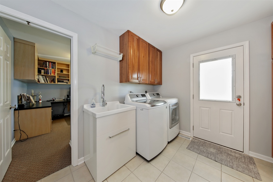 Real Estate Photography - 2810 Mill Creek Ln., Rolling Meadows, IL, 60008 - Laundry Room