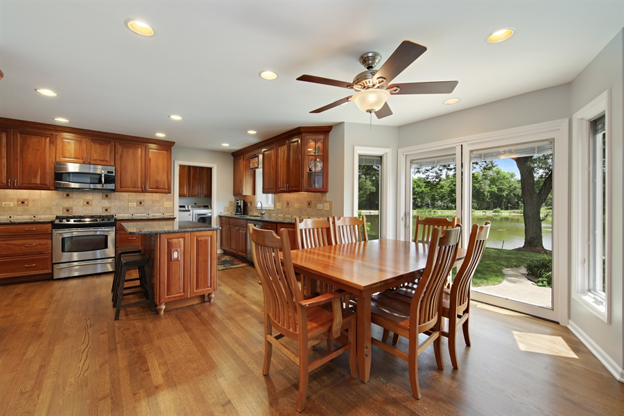 Real Estate Photography - 2810 Mill Creek Ln., Rolling Meadows, IL, 60008 - Kitchen