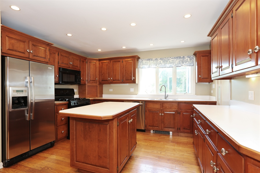 Real Estate Photography - 56 Norfolk Ave., Clarendon Hills, IL, 60514 - Kitchen