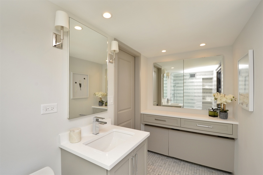 Real Estate Photography - 3150 N Lake Shore Drive, Apt 7F, Chicago, IL, 60657 - Master Bathroom