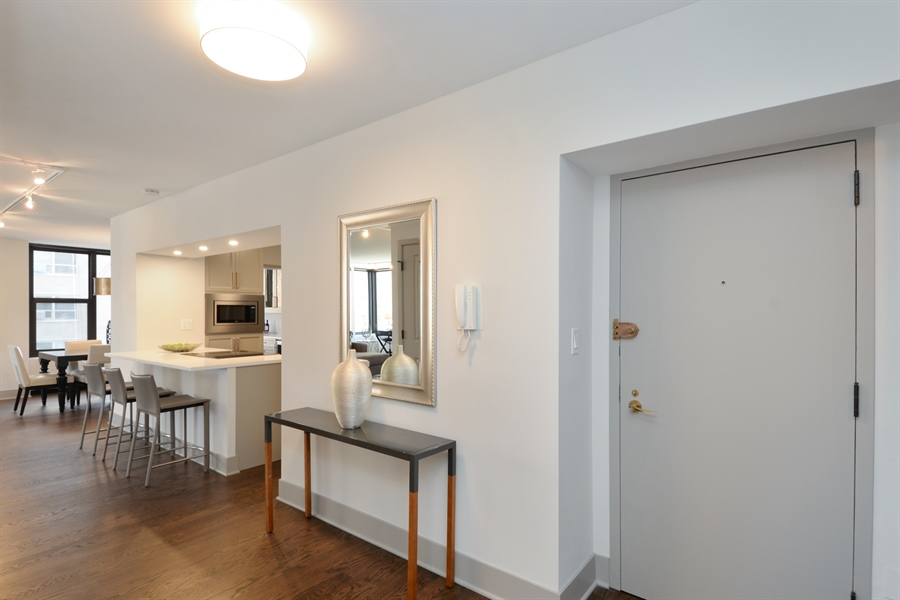 Real Estate Photography - 3150 N Lake Shore Drive, Apt 7F, Chicago, IL, 60657 - Foyer