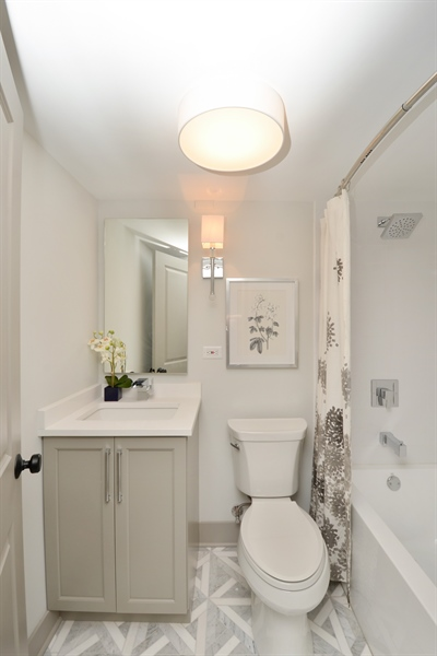 Real Estate Photography - 3150 N Lake Shore Drive, Apt 7F, Chicago, IL, 60657 - Bathroom