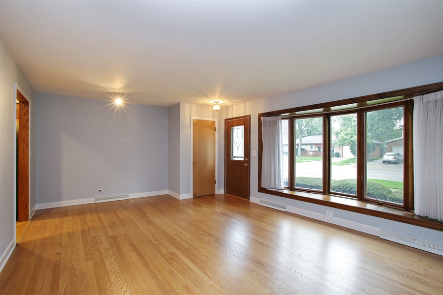 Real Estate Photography - 312 S Patton Ave, Arlington Heights, IL, 60005 - Living Room