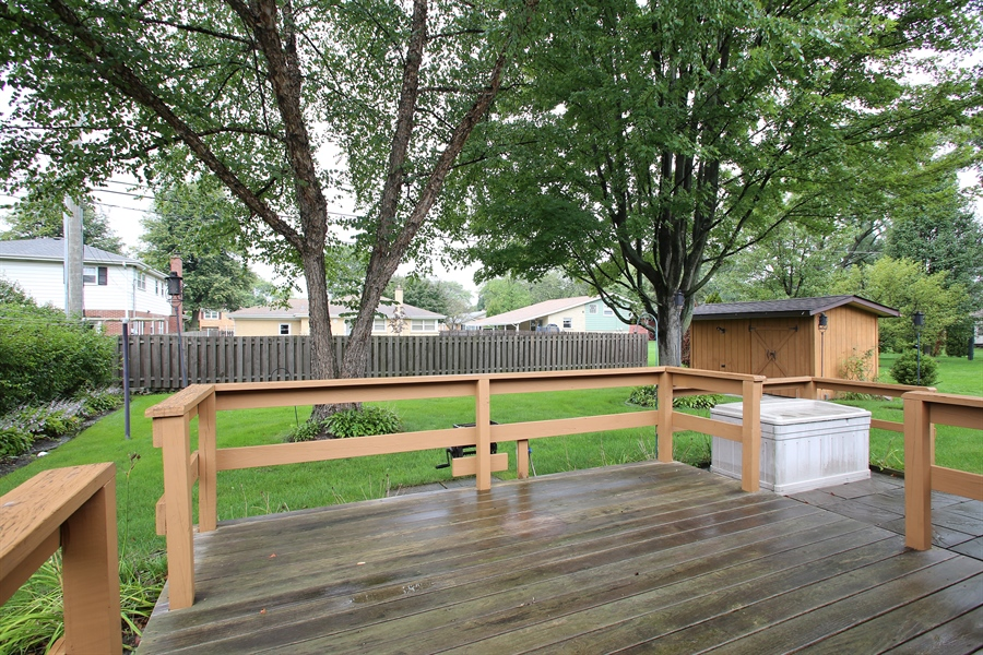 Real Estate Photography - 312 S Patton Ave, Arlington Heights, IL, 60005 - Deck