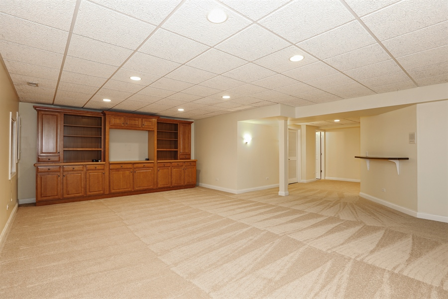 Real Estate Photography - 108 Santa Fe Lane, Willow Springs, IL, 60480 - Family Room