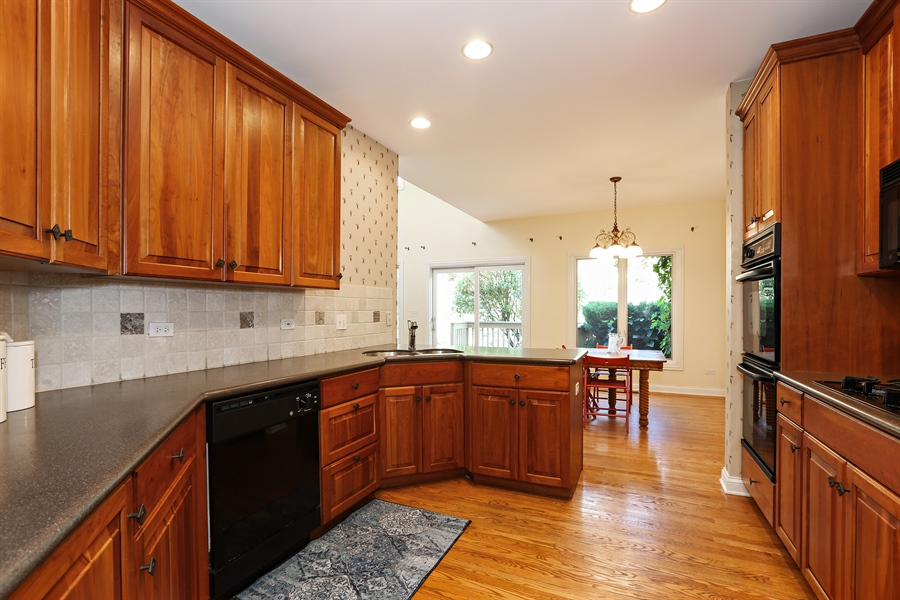 Real Estate Photography - 108 Santa Fe Lane, Willow Springs, IL, 60480 - Kitchen / Dining Area