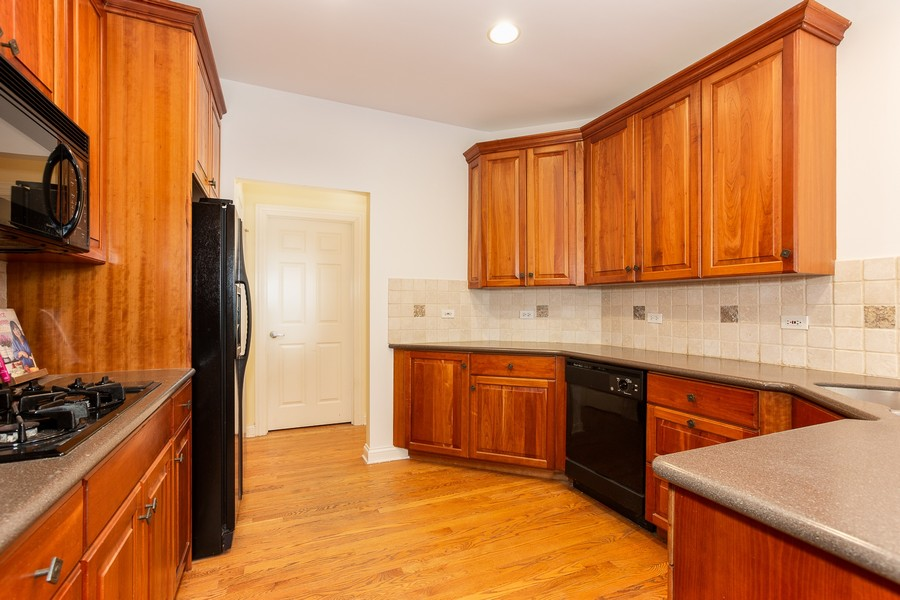 Real Estate Photography - 108 Santa Fe Lane, Willow Springs, IL, 60480 - Kitchen