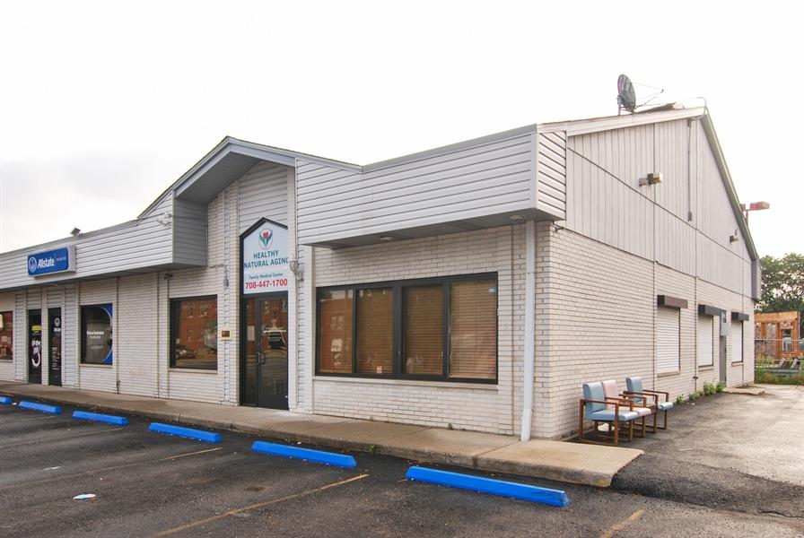 Real Estate Photography - 6920 W Ogden, 1, Berwyn, IL, 60402 - Side View