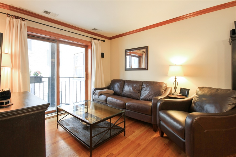 Real Estate Photography - 512 W Barry, Chicago, IL, 60657 - Living Room