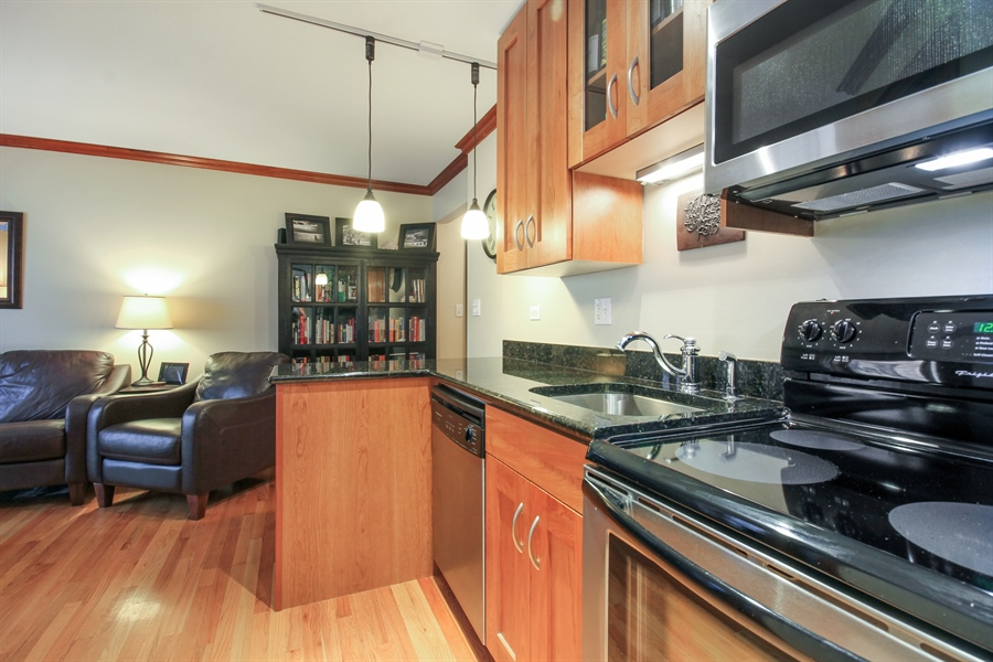 Real Estate Photography - 512 W Barry, Chicago, IL, 60657 - Kitchen