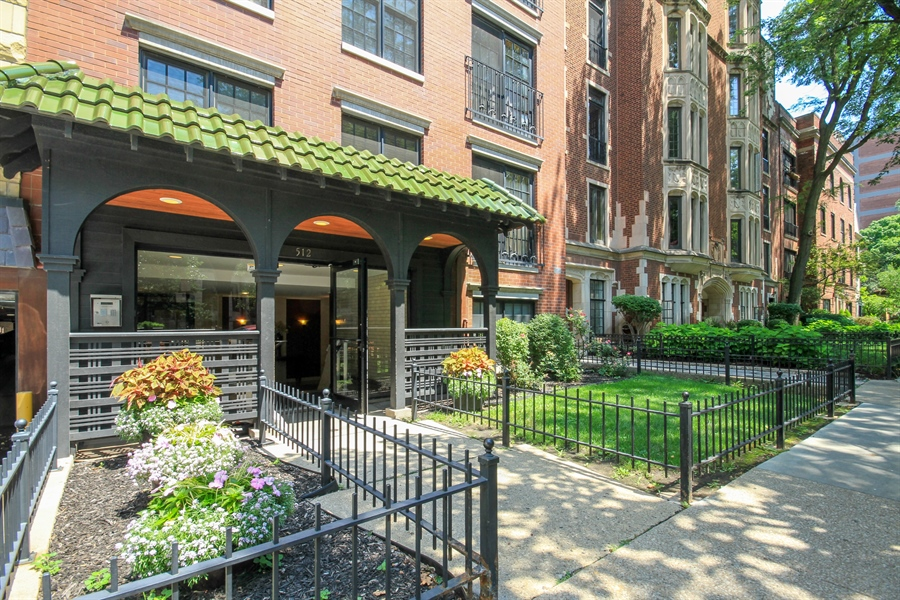 Real Estate Photography - 512 W Barry, Chicago, IL, 60657 - Front View