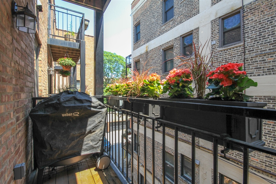 Real Estate Photography - 512 W Barry, Chicago, IL, 60657 - Deck