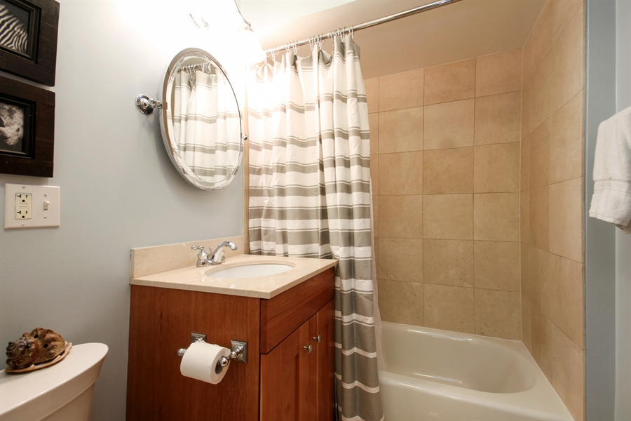Real Estate Photography - 512 W Barry, Chicago, IL, 60657 - Bathroom