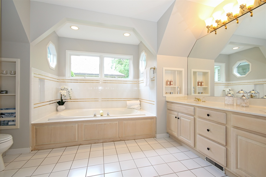 Real Estate Photography - 323 Phillippa St, Hinsdale, IL, 60521 - Master Bathroom