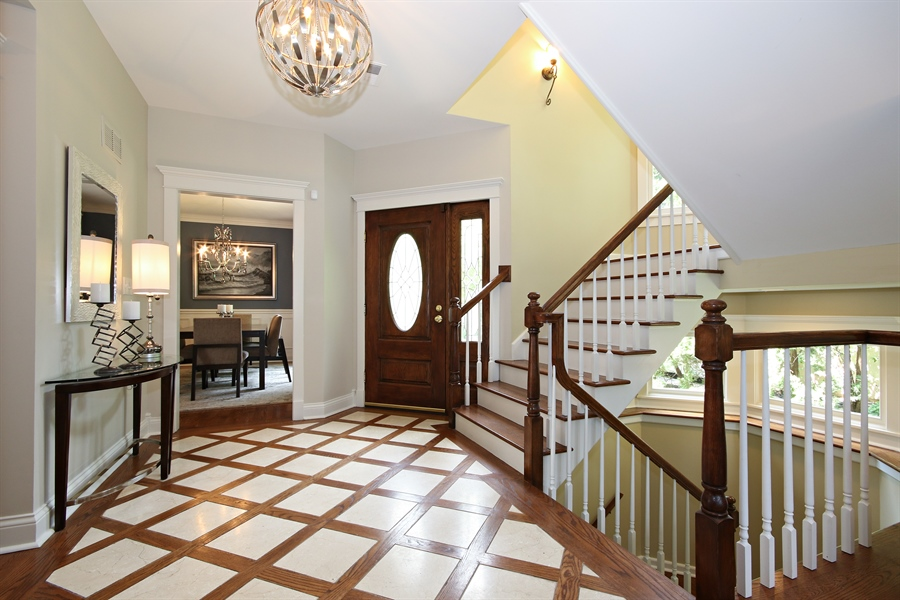 Real Estate Photography - 323 Phillippa St, Hinsdale, IL, 60521 - Foyer