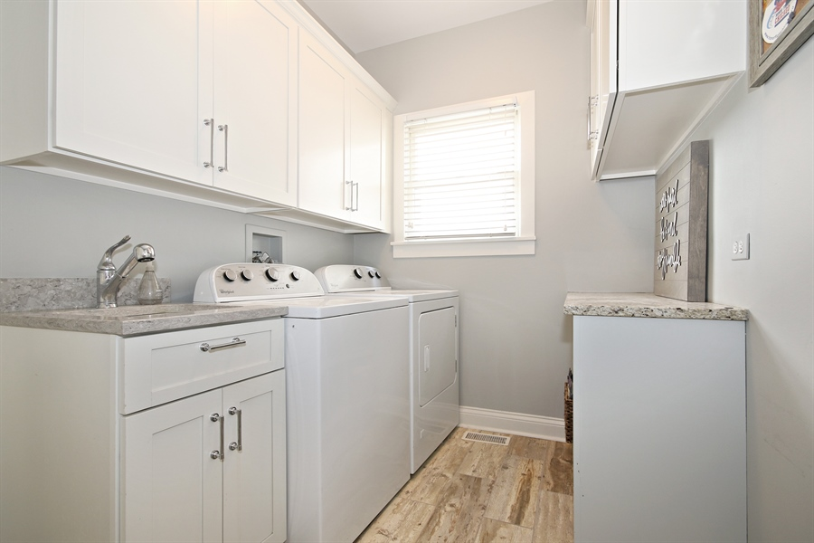Real Estate Photography - 323 Phillippa St, Hinsdale, IL, 60521 - Laundry Room