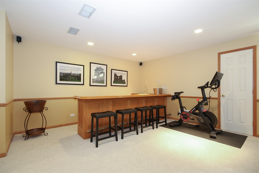 Real Estate Photography - 323 Phillippa St, Hinsdale, IL, 60521 - Bar