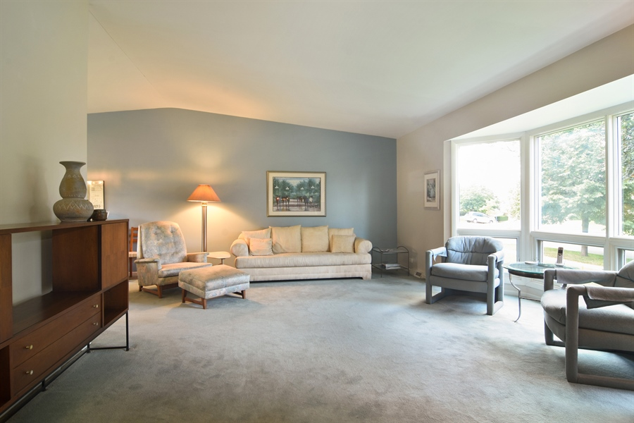 Real Estate Photography - 719 E Ivy Ln, Arlington Heights, IL, 60004 - Living Room
