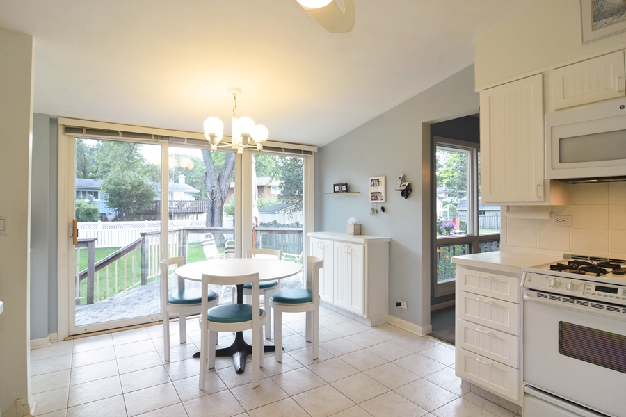 Real Estate Photography - 719 E Ivy Ln, Arlington Heights, IL, 60004 - Kitchen / Breakfast Room